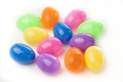 Ways-Reuse-Plastic-Easter-Eggs